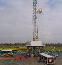 "Land-based ""walking"" Oil Rig with motorized cable reels"