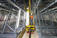 Satellite warehouse with 2 storage/retrieval systems with fully automatic transport connection to the product plant