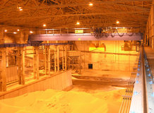 2 Process-Overhead Cranes in a nitrogen fertilizer warehouse